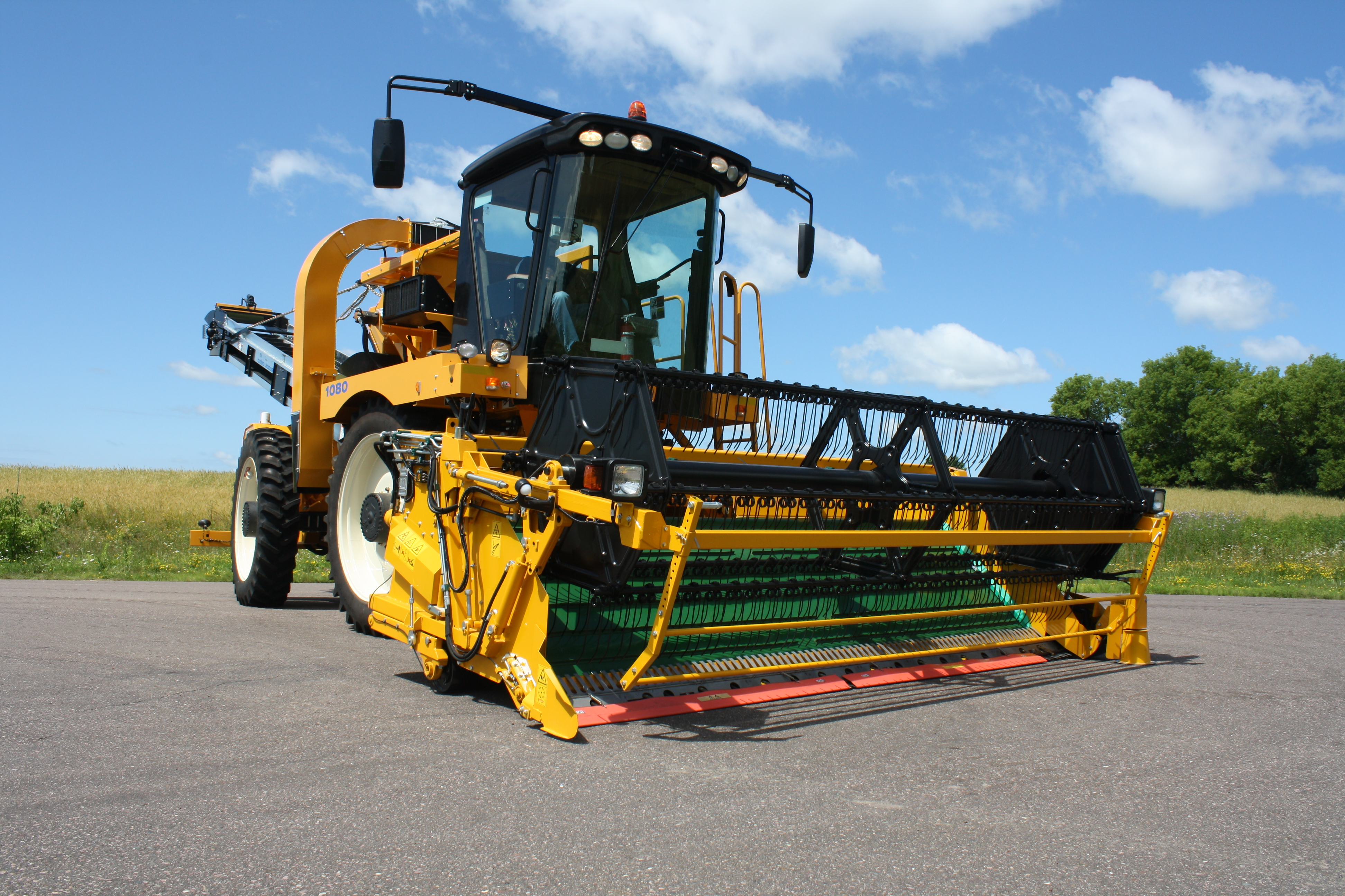 Oxbo 1080 Greens & Spinach Harvester